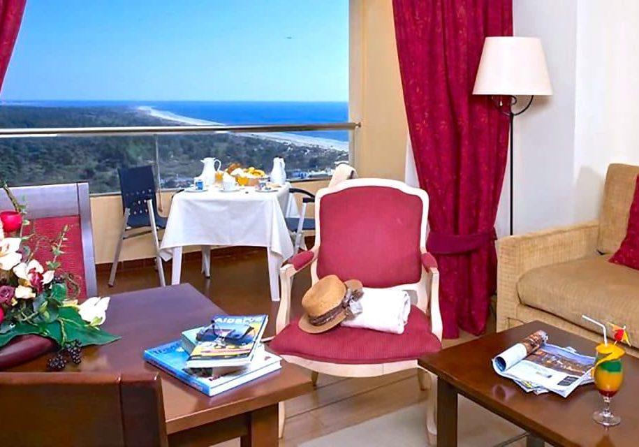 yellow-praia-monte-gordo-hotel-room-yellow-monte-gordo_-junior-suite4